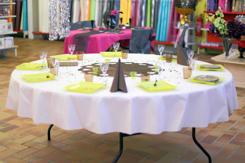 Nappe ronde non tiss table de cuisine - Nappe papier table ronde ...
